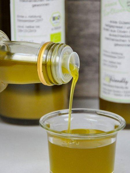 Griechisches Bio Olivenöl extra nativ - das Grüne