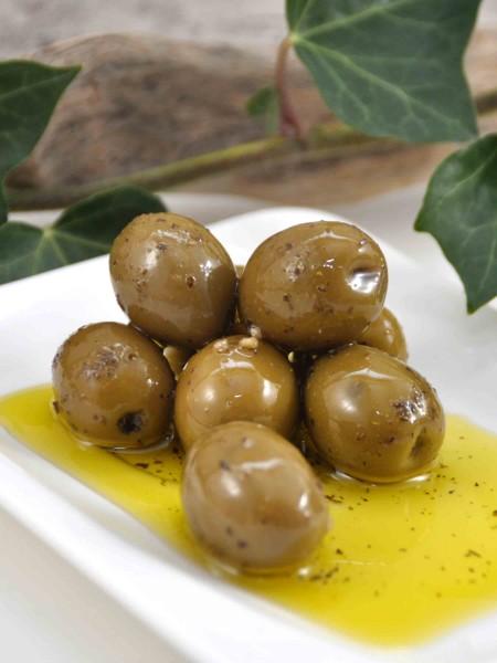 Grüne Bio Oliven - mit Stein - in Olivenöl mit Kräutern und Knoblauch