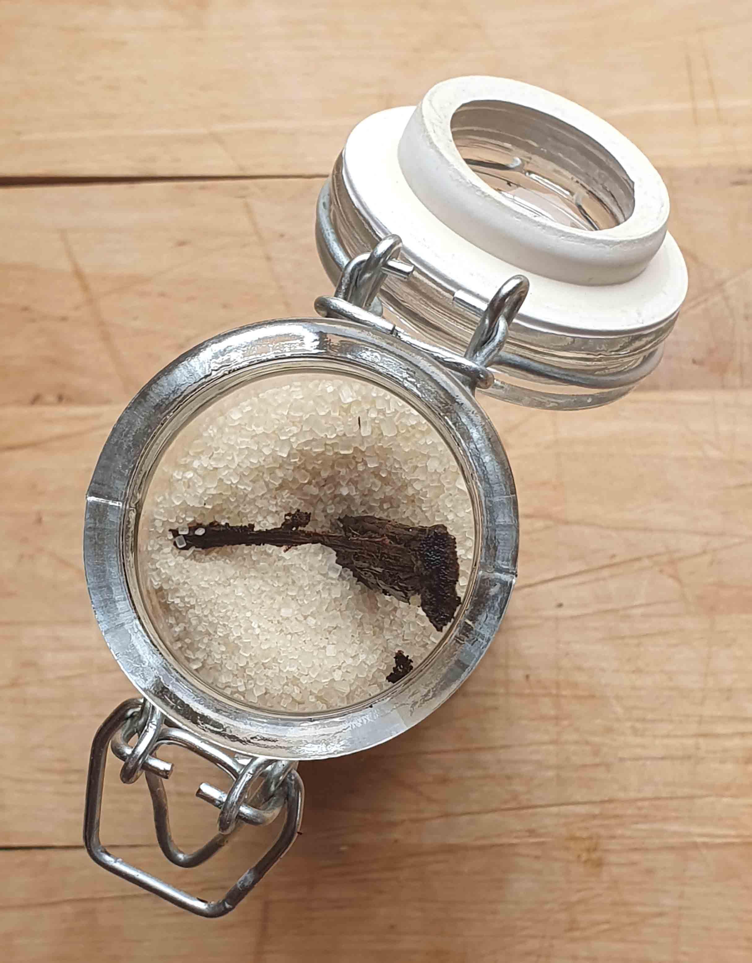 vanille-zucker-mit-frische-vanilleschote