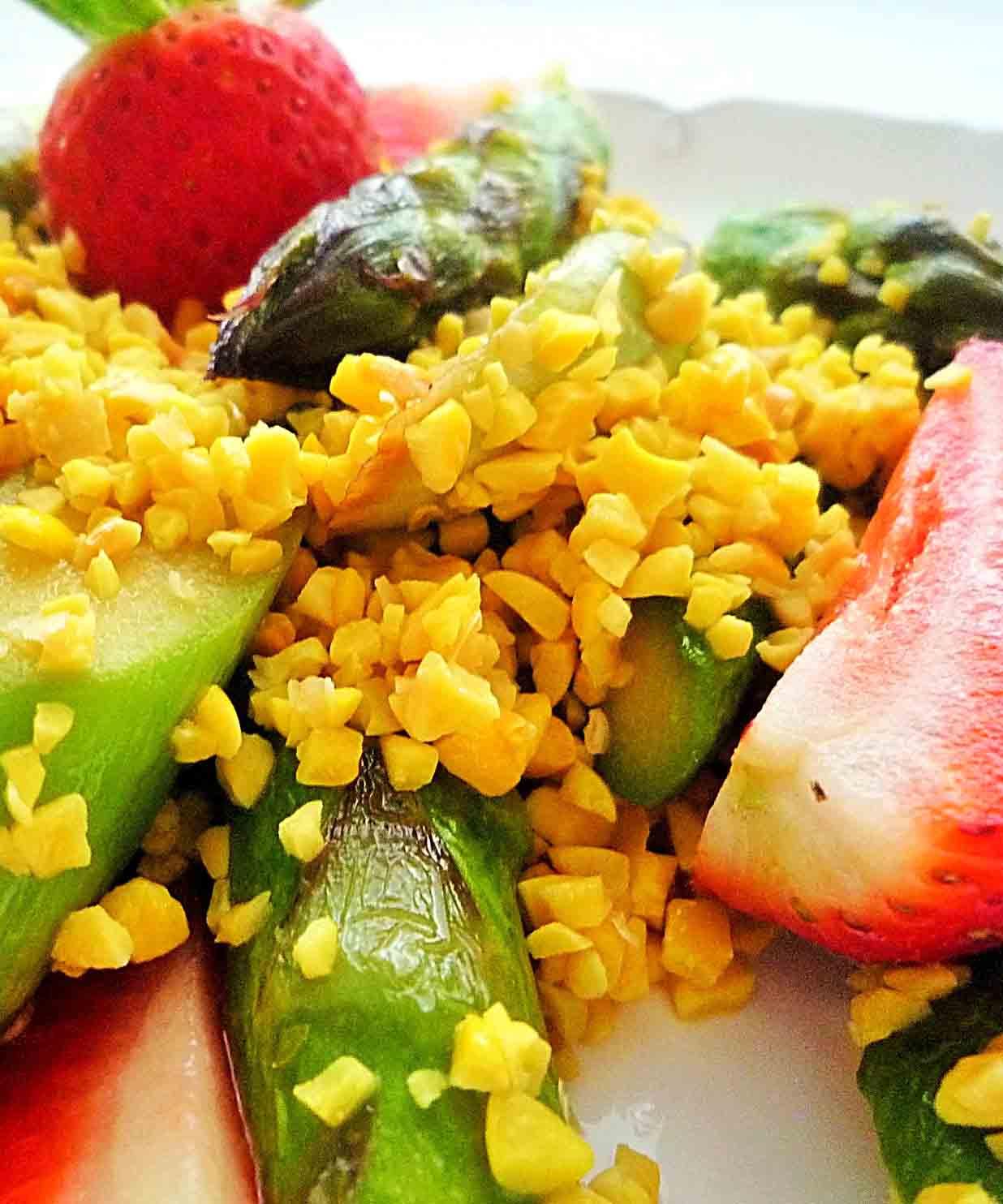 proteinreicher-erdbeer-spargel-salat2