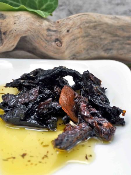 Getrocknete Bio Tomatenstreifen in Olivenöl mit Knoblauch und Kräutern