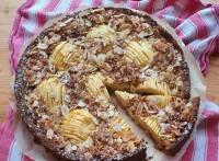 Apfelkuchen mit gerösteten Haferflocken und Mandelplättchen