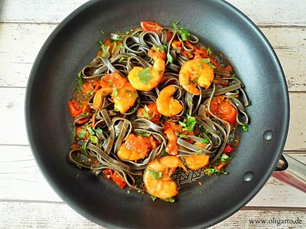 Schwarze-Nudeln-mit-getrockneten-Tomaten1